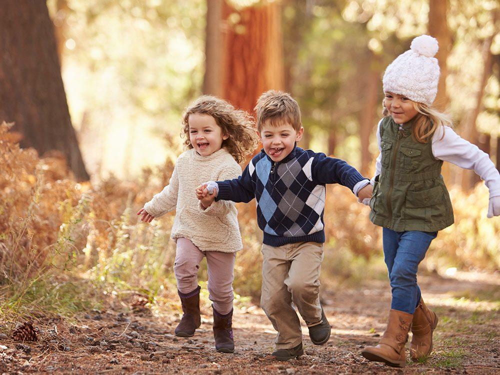 Frères et sœurs naissent dans la même famille, croyons-nous naïvement, mais ce n'est pas vrai.