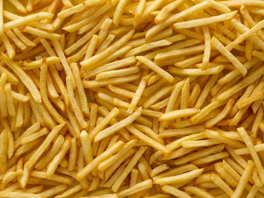 Les aliments frits sont à éviter pour lutter contre l'anxiété.