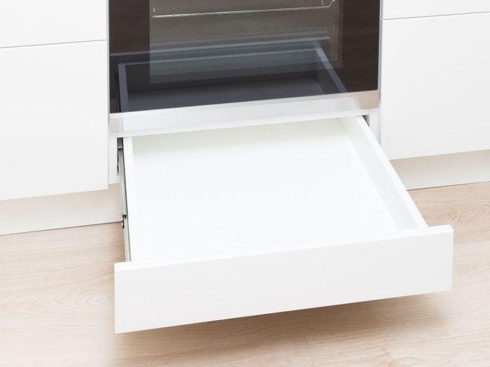 Le tiroir du four est l'un des objets du quotidien qui est souvent mal utilisé.