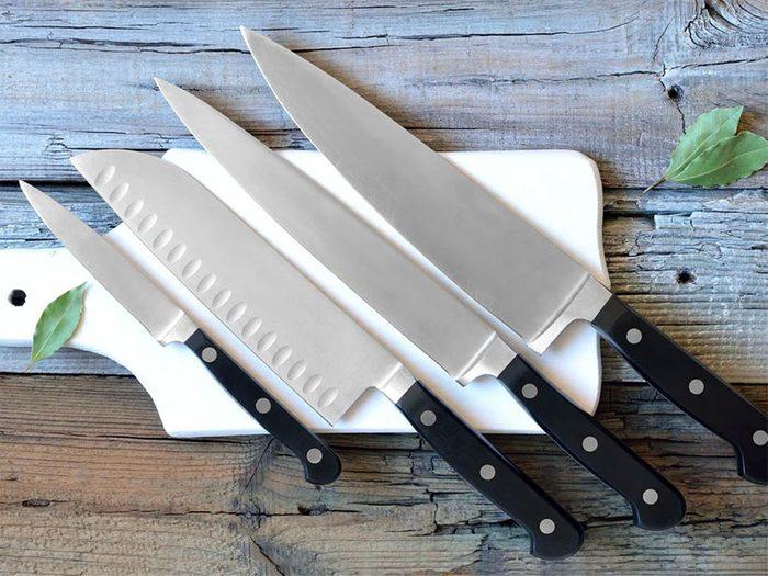 Les gros couteaux font partie des objets du quotidien qui sont souvent mal utilisés.