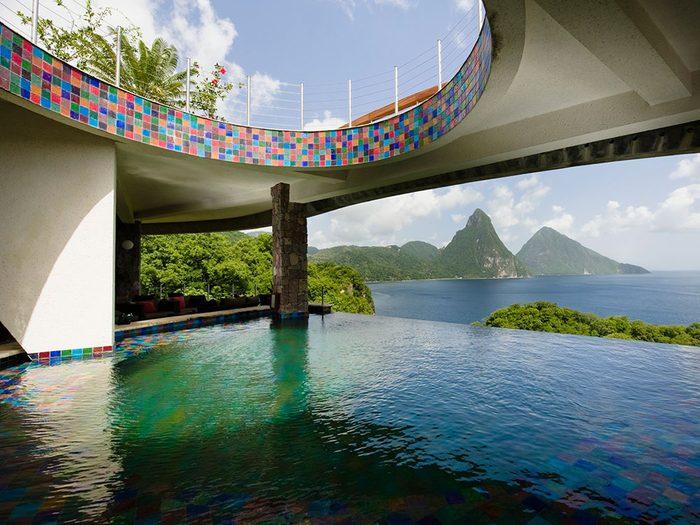 La piscine de la Station balnéaire Jade Mountain est une piscine de rêve.