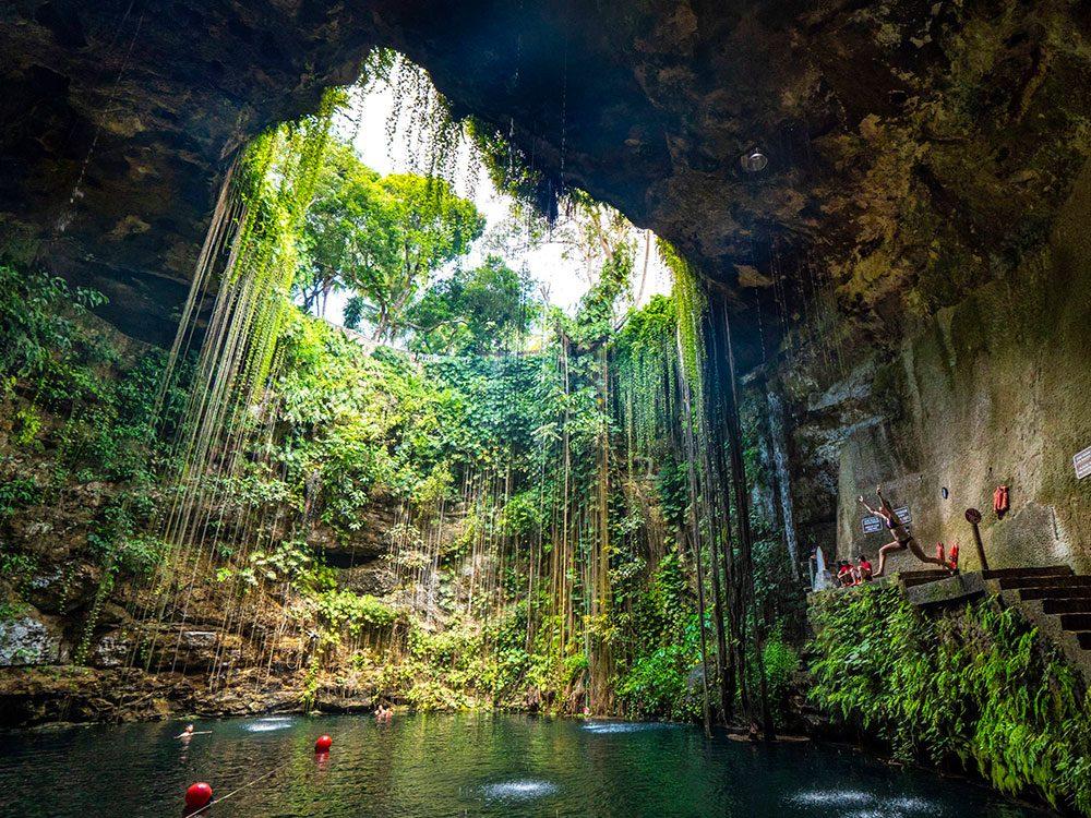 La piscine naturelle Ik Kil Cenote est une piscine de rêve.