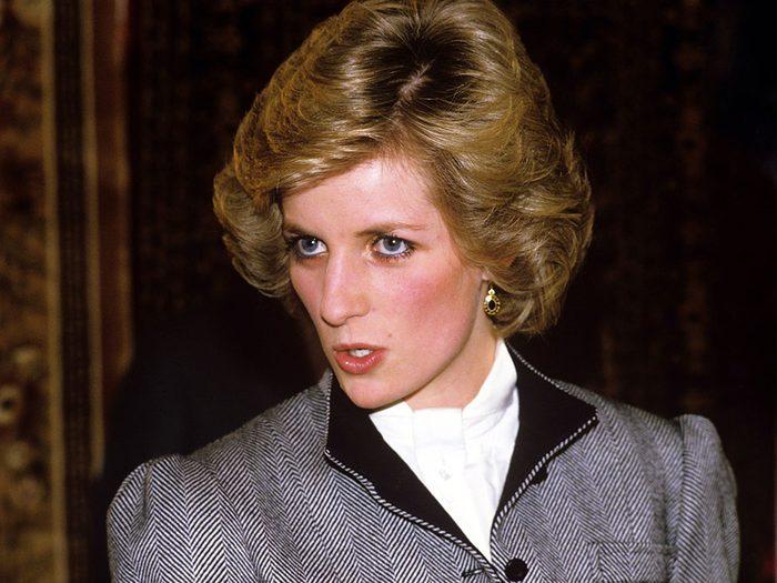 Des médecins français auraient caché la grossesse de la Princesse Diana.