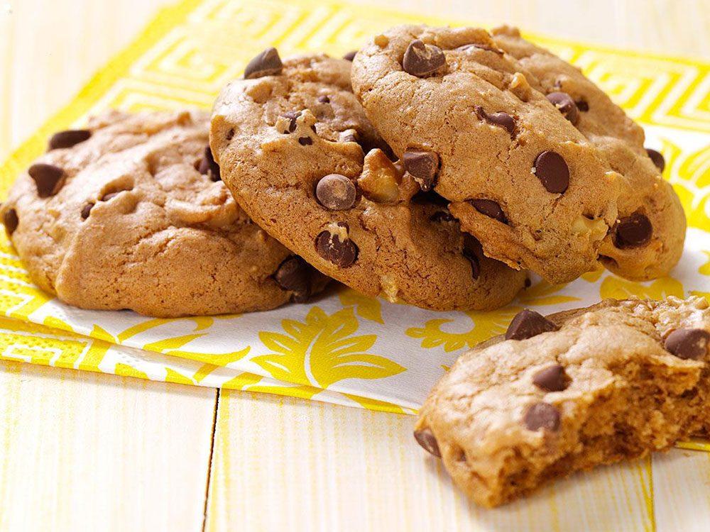 Recette de biscuits végétaliens aux brisures de chocolat.