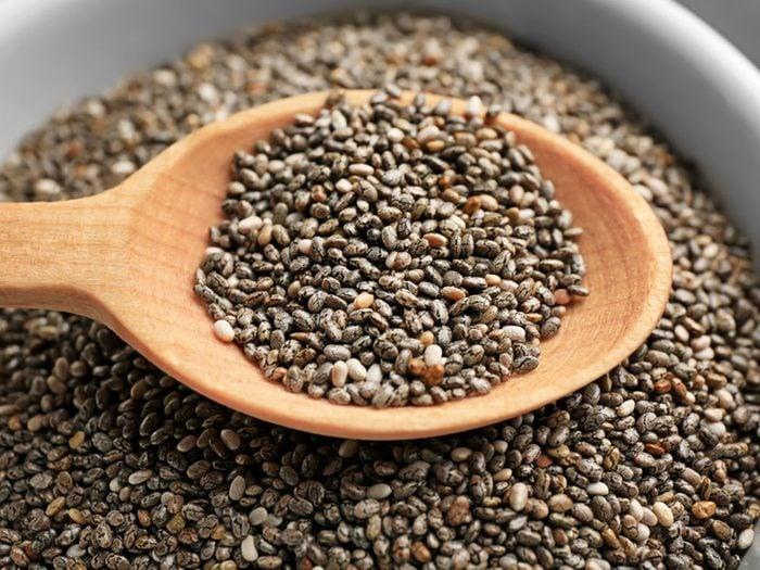 Les graines de chia font partie des aliments riches en calories qu'il faut manger!