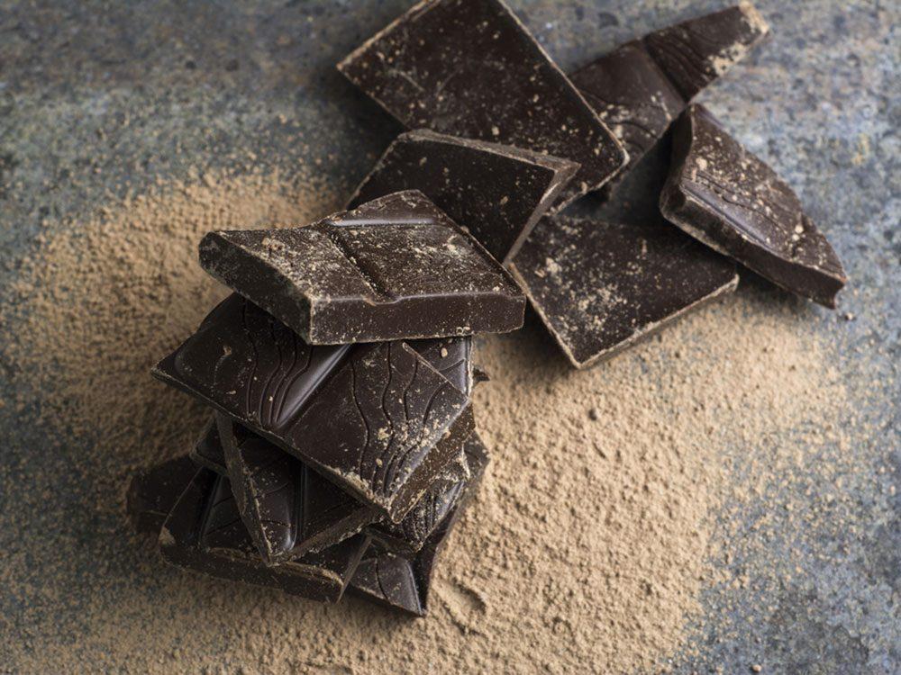 Le cacao et le chocolat noir font partie des aliments riches en calories qu'il faut manger!