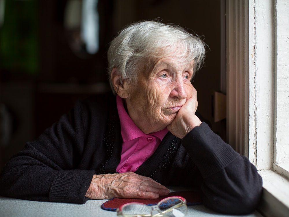 La solitude augmente le risque de démence chez les personnes âgées.