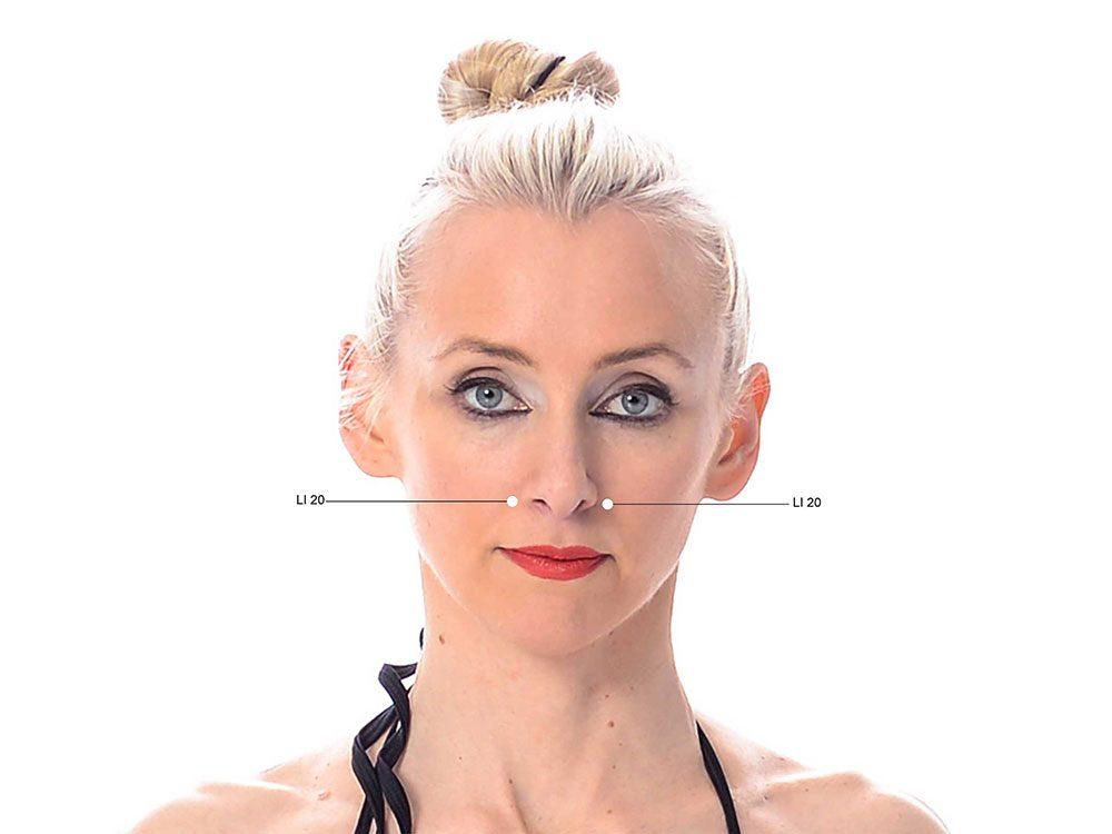 Points de pression pour soulager les maux de tête dus à la sinusite.