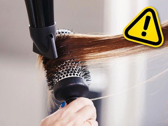 Le lissage des cheveux à l'aide de la solution Brazilian Blowout est l'une des tendances beauté qu'il vaut mieux oublier.