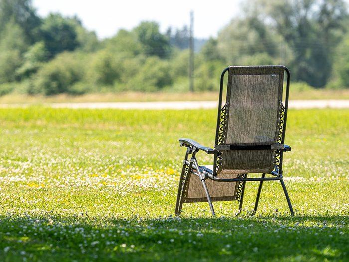 Il est temps de commencer le tri d'automne par les chaises et coussins.