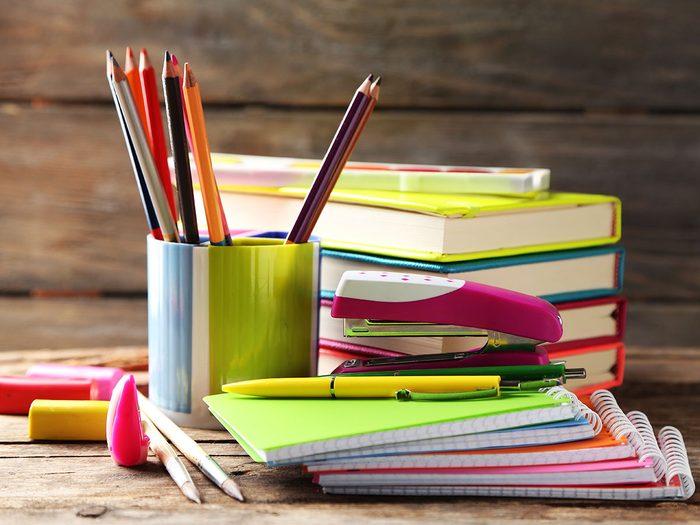 Il est temps de commencer le tri d'automne par les fournitures scolaires ou de bureau.