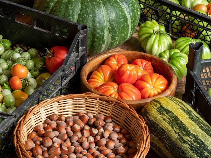 Il est temps de commencer le tri d'automne par les paniers et contenants à fruits et légumes.
