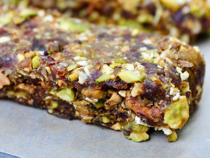 Barres granolas protéinées aux agrumes et pistaches.
