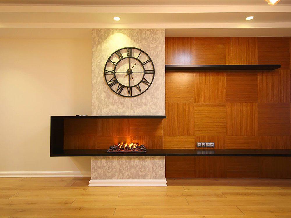 Comment augmenter la valeur de sa maison: pensez à mettre un foyer.
