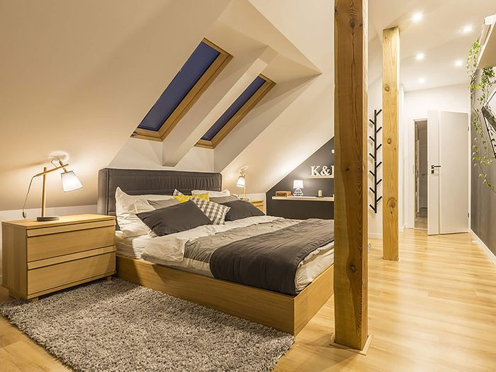 Comment augmenter la valeur de sa maison: pensez à transformer le grenier.
