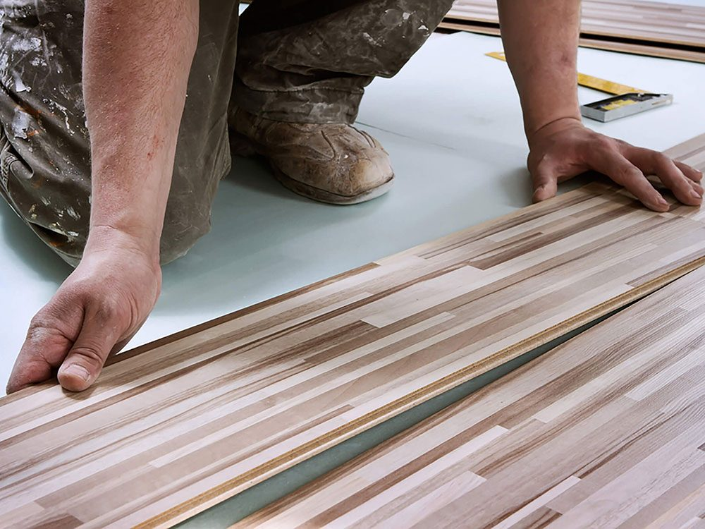 Comment augmenter la valeur de sa maison: redonnez vie au plancher.