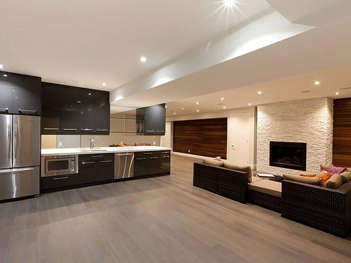 Comment augmenter la valeur de sa maison: pensez à aménager le sous-sol.