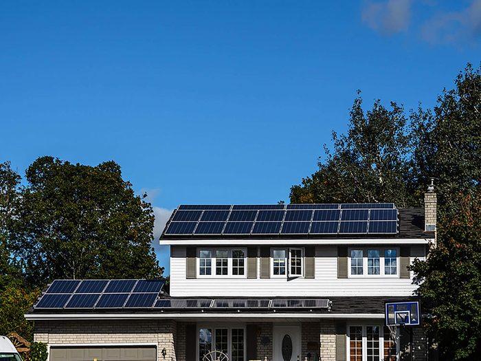 Comment augmenter la valeur de sa maison: pensez à ajouter des panneaux solaires.