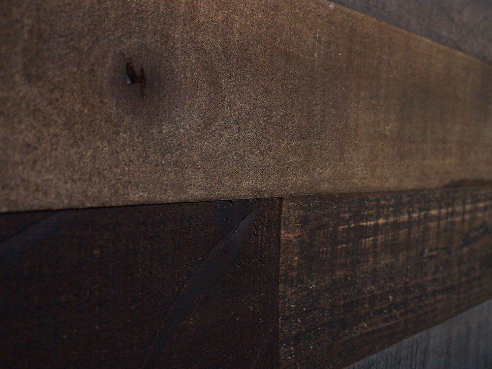 Le bois brut constitue un bel élément pour une déco champêtre.