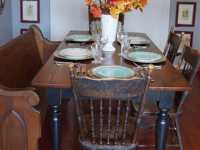 Une table réfectoire constitue un bel élément pour une déco champêtre.