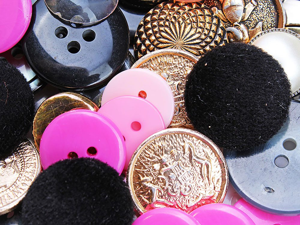 On peut désencombrer sa maison en se séparant des boutons de surplus.