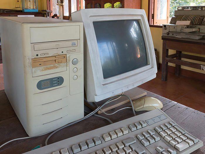 On peut désencombrer sa maison en se séparant de la technologie obsolète.