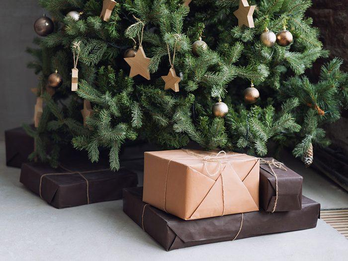Pensez à l'utilisation de l'eau de javel pour garder votre arbre de Noël plus longtemps.