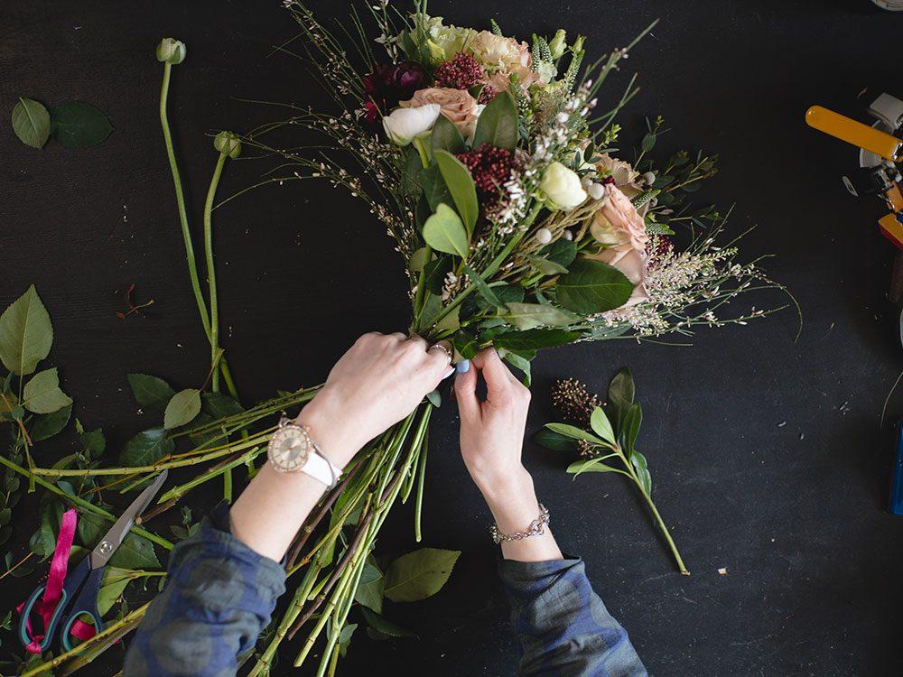 Pensez à l'utilisation de l'eau de javel pour conserver vos fleurs fraîches plus longtemps.