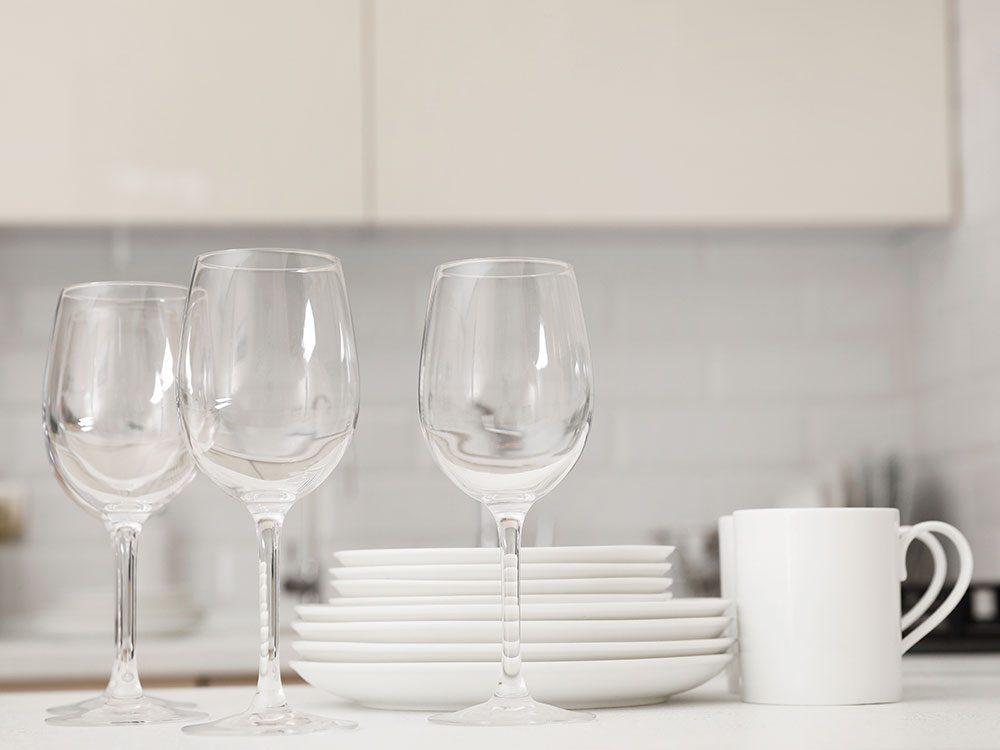 Pensez à l'utilisation de l'eau de javel pour nettoyer la plupart des objets dans la cuisine.