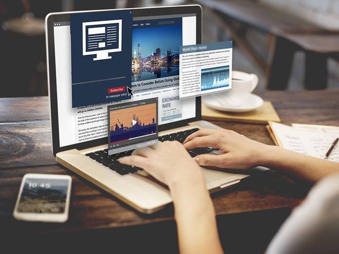 Il y a les effets négatifs des médias sociaux, mais aussi l'accès accru à l'information.