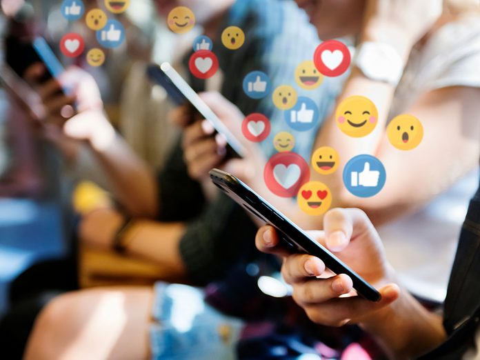 """Le nombre de mentions """"j'aime"""" peut causer du stress et c'est pour cela que c'est l'un des effets négatifs des médias sociaux."""