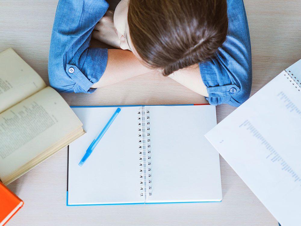 Le bourrage de crâne n'est pas un bon moyen de mieux étudier.