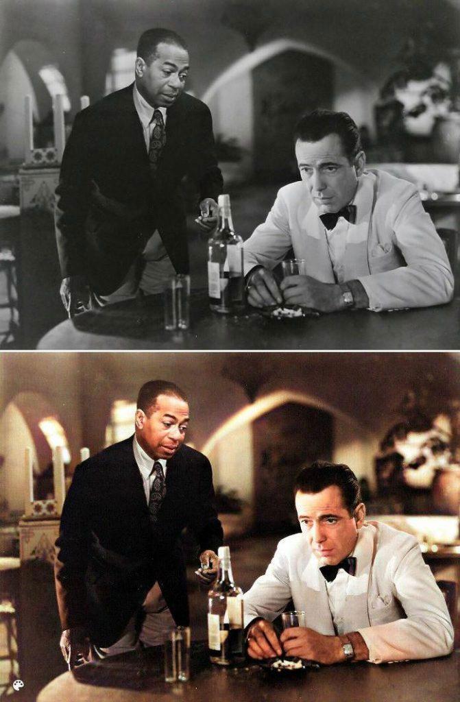 La photo colorisée de Sam et Rick dans le film Casablanca.