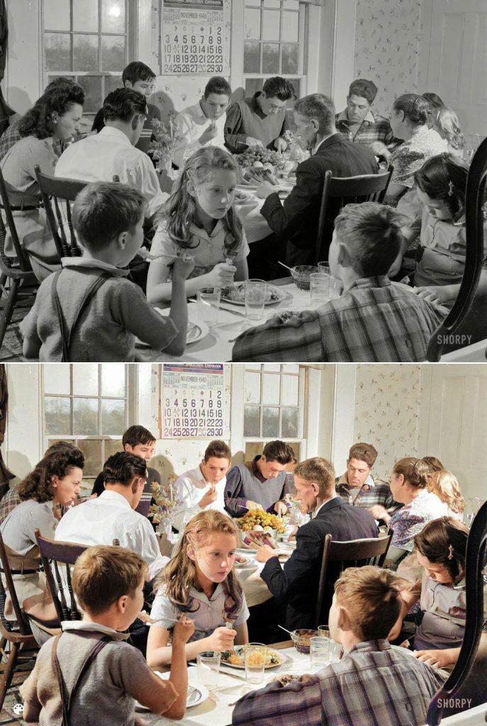 La photo colorisée d'une famille américaine partageant le repas en 1954.