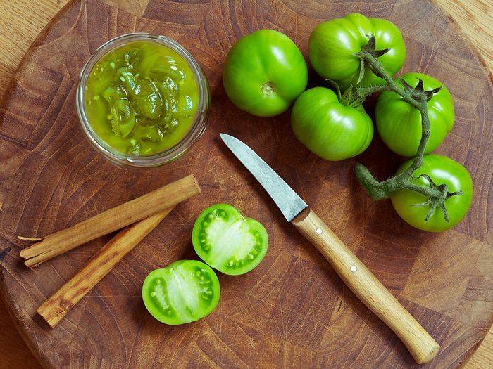 Recette de chutney de tomates vertes.