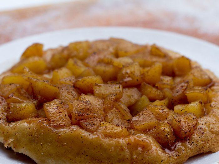 Tarte Tatin aux pommes sur le BBQ.