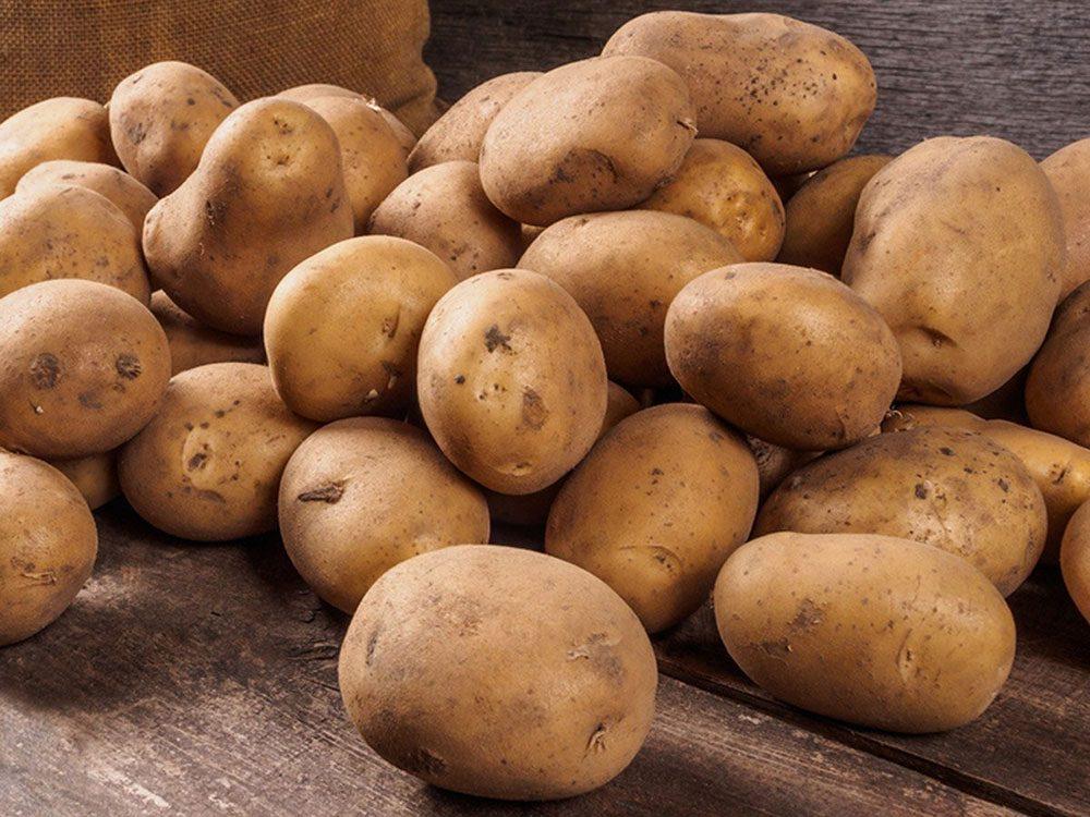 Évitez de rapporter les pommes de terre en tant que restes de table.