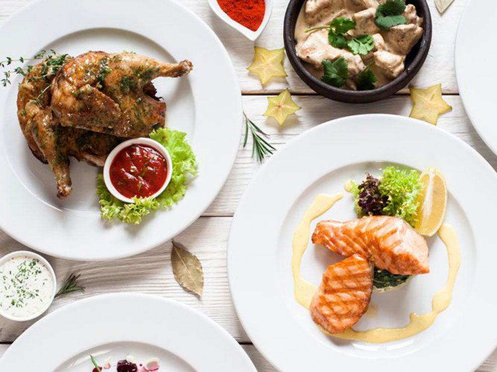 Évitez de rapporter de la nourriture de buffet en tant que reste de table.