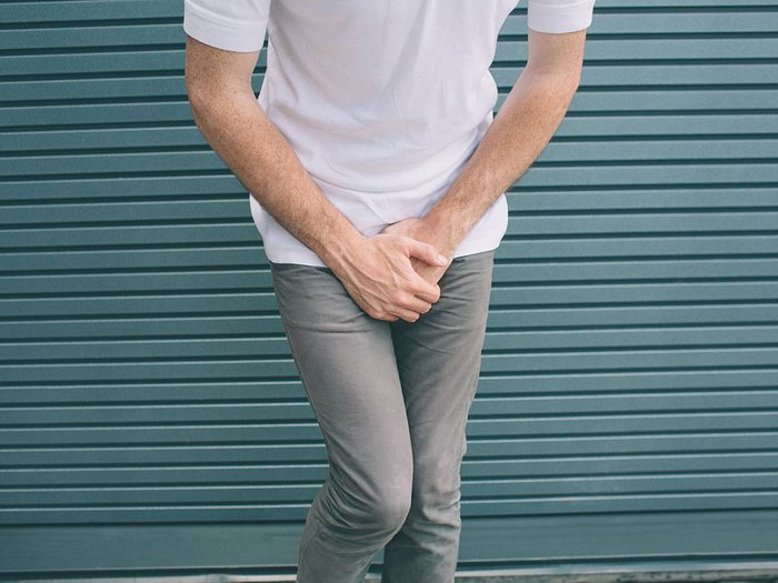 L'un des symptômes classiques de la vessie hyperactive est une envie soudaine et incontrôlable d'aller uriner.