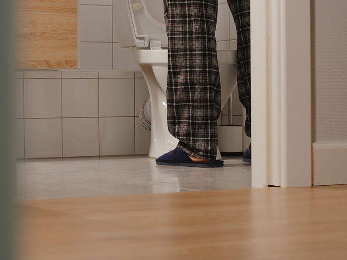 Vous avez une vessie hyperactive si vous avez envie d'aller aux toilettes sans qu'elle soit pleine.