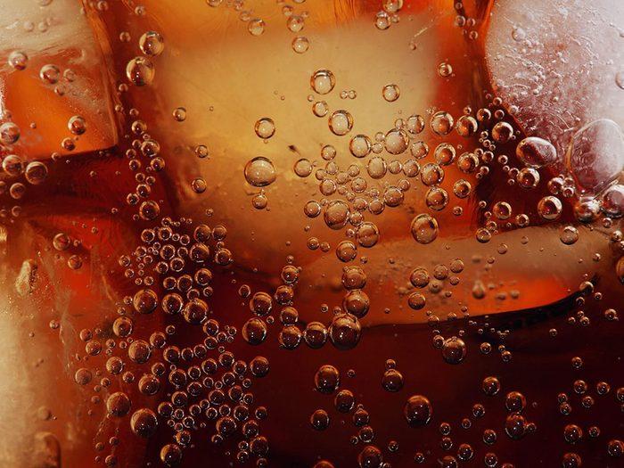 Les sodas et boissons sucrées (dont les jus) font partie des aliments qui sont mauvais pour le cœur.