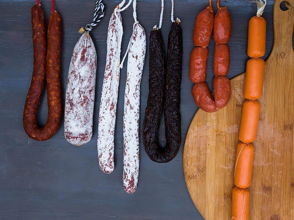 Les viandes transformées et charcuterie font partie des aliments qui sont mauvais pour le cœur.