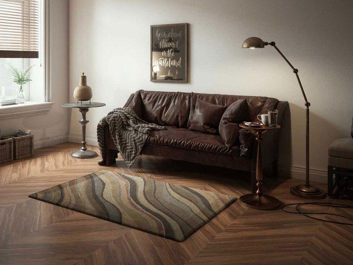 Ne pas décorer avec des tapis trop petits pour l'aménagement intérieur.