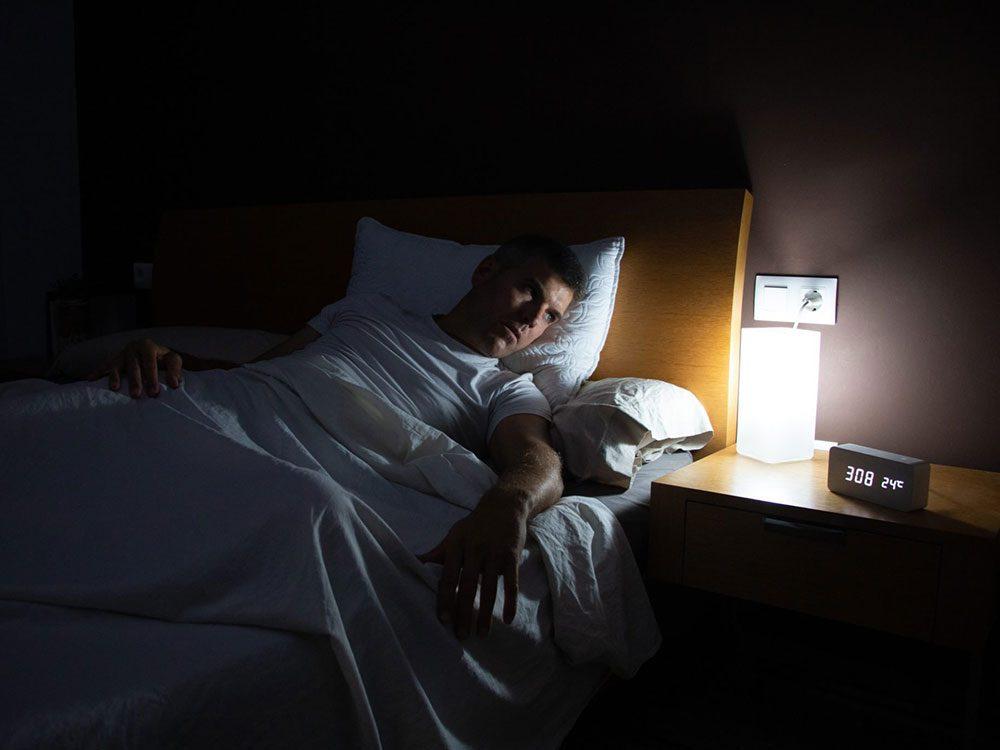 Le stress est l'une des causes de l'angoisse nocturne.