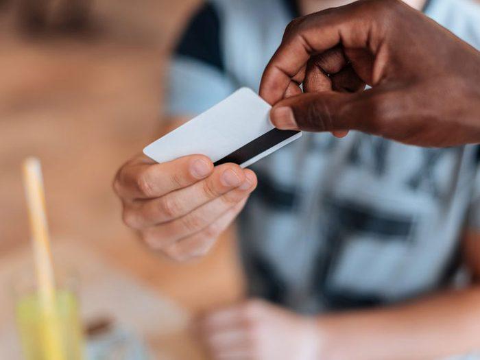 Comment ne pas gaspiller son argent: éviter les cartes de crédit multiples.