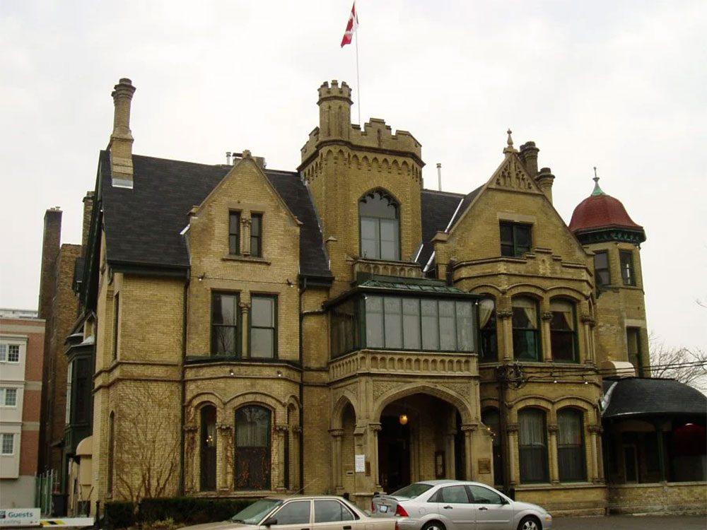 Le Keg Mansion à Toronto fait partie des endroits hantés au Québec et au Canada.