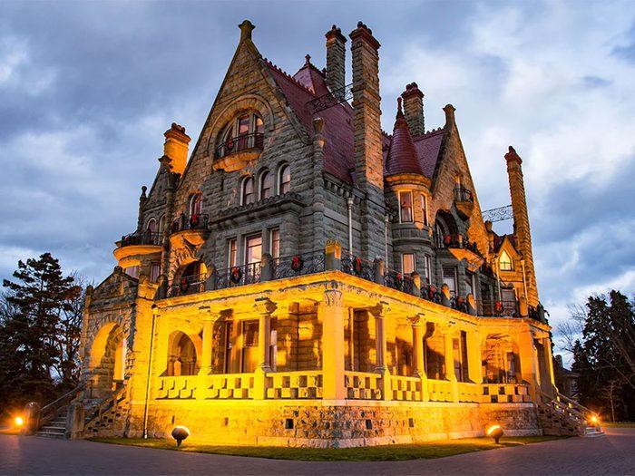 Le Château Craigdarroch à Victoria fait partie des endroits hantés au Québec et au Canada.