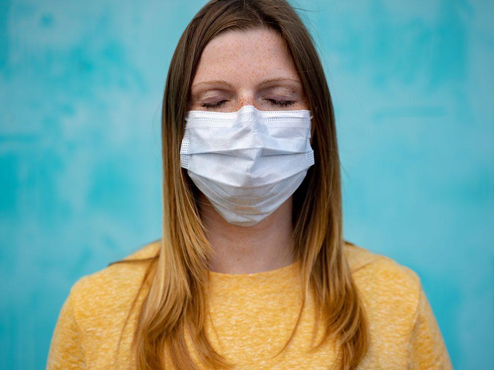 Les yeux de menteurs: comment lire les expressions faciales quand les gens portent un masque?