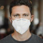 COVID-19: comment lire les expressions faciales quand les gens portent un masque?