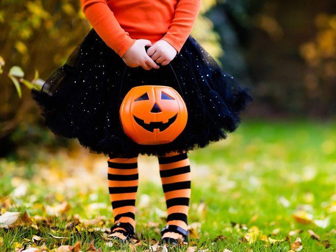 Voici pourquoi les couleurs d'Halloween sont le noir et l'orange.